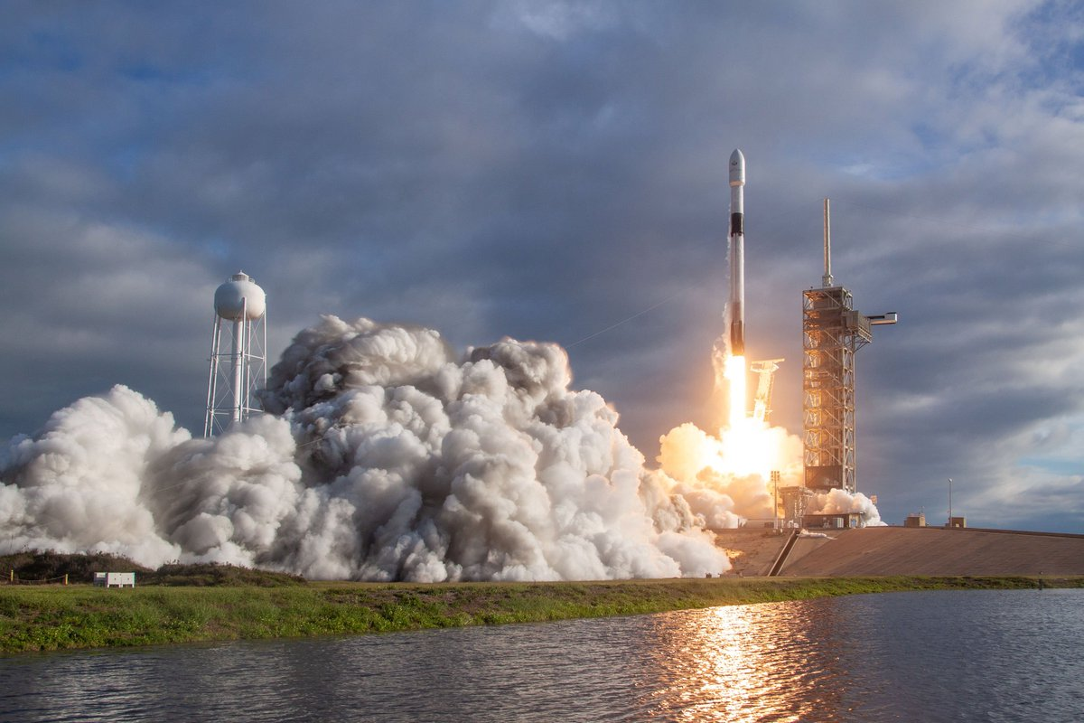 More photos from yesterday's Falcon 9 launch → flickr.com/spacex