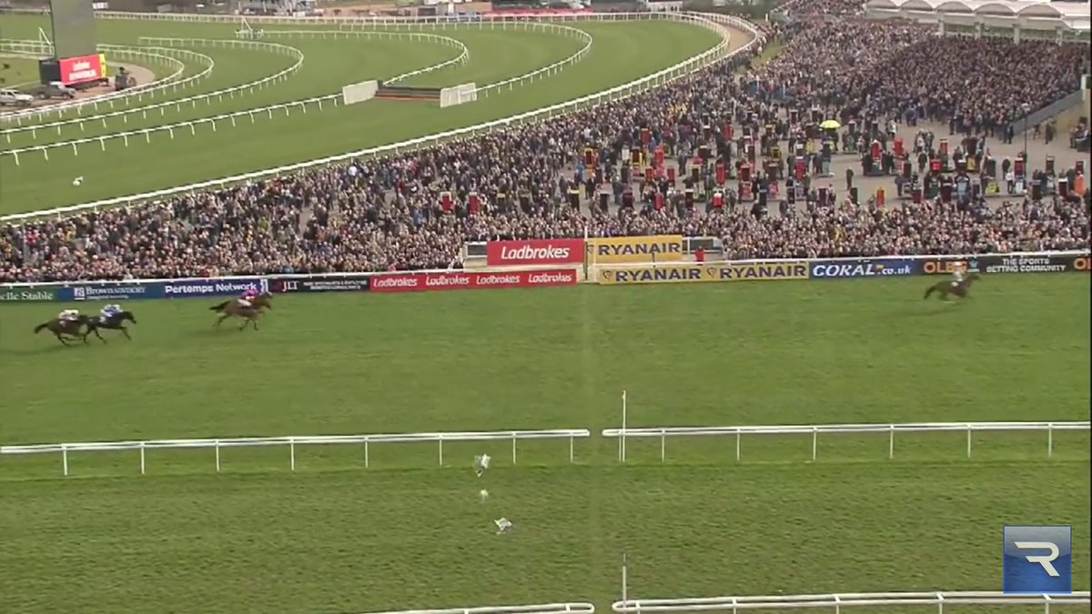 Vautour hacking up in the JLT and me throwing the @racingpost up in the air at the winning line. Unreal performance.<br>http://pic.twitter.com/A9XvvLfMHL