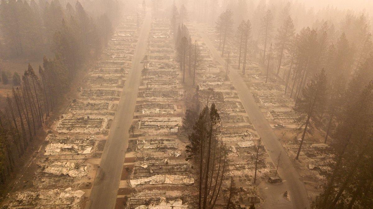 Virtually nothing is left of Paradise, California. The Camp Fire is the most destructive wildfire in state history and is also the deadliest. The death toll is at 63 and at least 631 persons are still missing. https://t.co/TiLMYFQZmr 📸 Photo by Josh Edelson / AFP /Getty Images