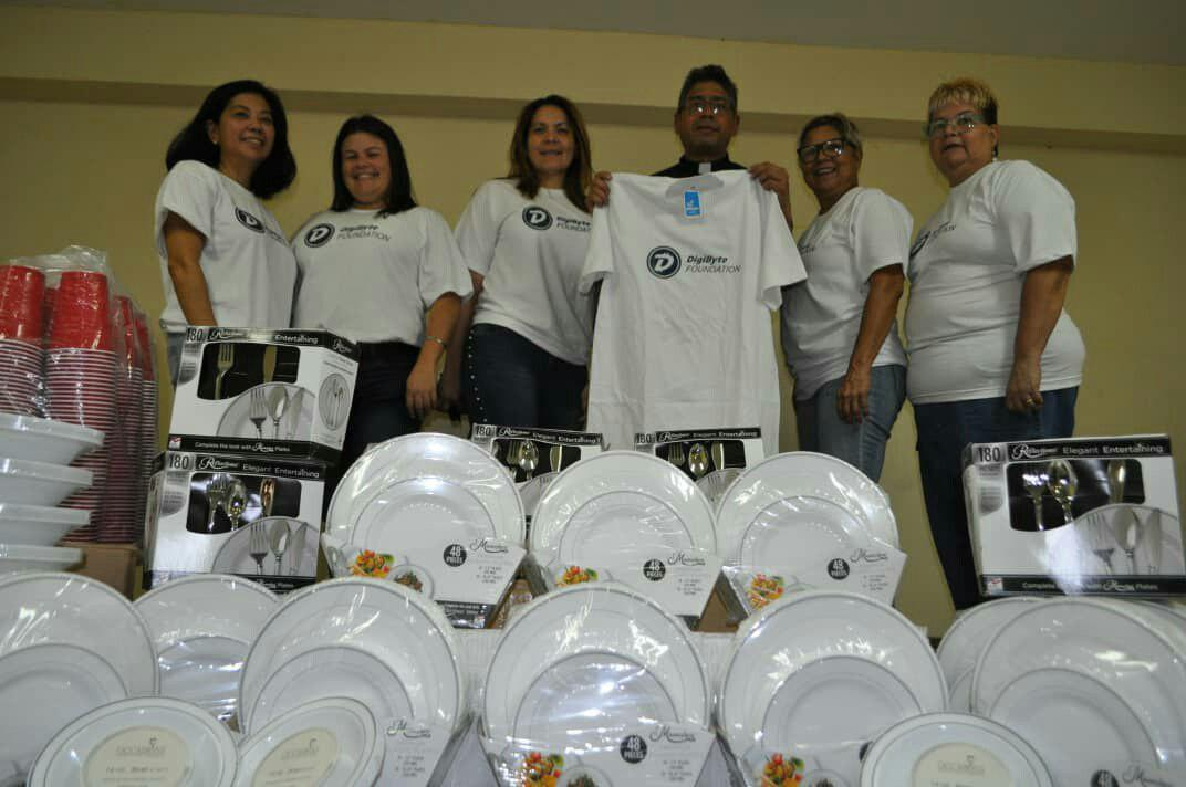 The re-usable cutlery / dishes have arrived for the first #DigiByte powered community-lunch in Venezuela! Work is underway to put on a free meal for several hundred people, and a massive thanks to the hard workers also giving of their time for this cause too! <br>http://pic.twitter.com/xImsIC69vK
