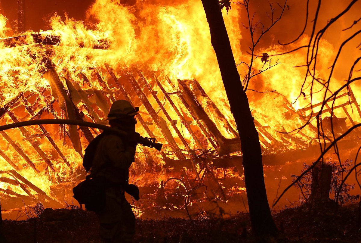 Heres the latest in the California wildfires #CampFire ▪️ 1,011 people are missing ▪️ Death toll rises to 71 ▪️ Trump blames fires on poor management MORE: trib.al/RxNdd7m