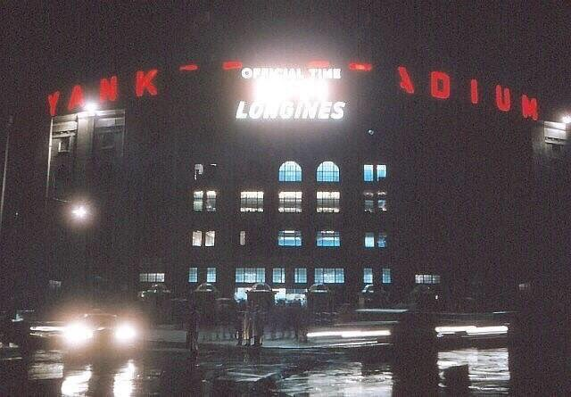 Yankee Stadium&#39;s (1923-2008) original exterior sign was lit up in red, not blue.<br>http://pic.twitter.com/XAuVzeKP9N