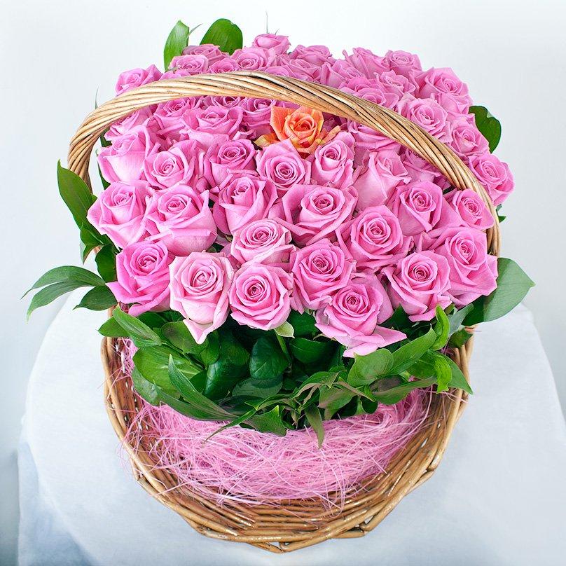 Открытка с букетом роз в корзине, лет
