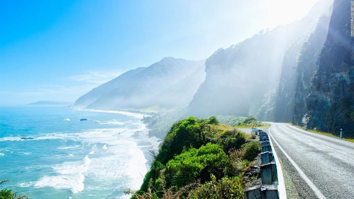 Visitors arriving in New Zealand are being asked to sign a document called the 'Tiaki Promise,' wherein they pledge to be good stewards of the environment during their trip https://t.co/TK4cTJXr9f