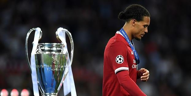 Virgil van Dijk believes Real Madrid ganged up on Trent Alexander-Arnold once Mo Salah went off injured in Champions League final dailym.ai/2DHWgQa