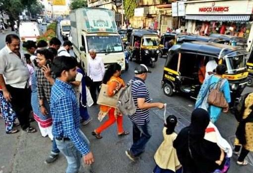 Dire lack of crossings forces Mumbai pedestrians to tread a risky path https://t.co/9un2jJFRJA via @TOIMumbai
