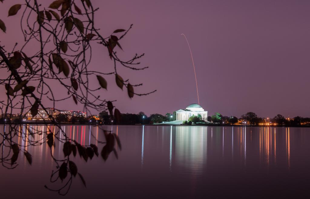Washington, D.C. makes the perfect backdrop for a rocket launch! The Jefferson Memorial was illuminated early this morning by @northropgrumman's #Antares rocket &  spa#Cygnuscecraft that will deliver ~7,400 pounds of cargo to the . Mo@Space_Stationre: https://t.co/jcR5wHZTTt