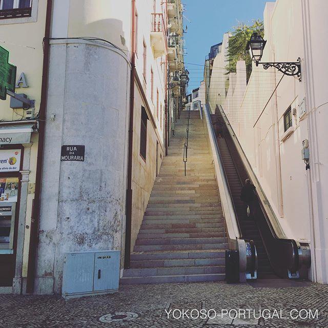 test ツイッターメディア - マルティン・モニスに新しくできたエスカレーター。坂の多いリスボンにはエレベーターやケーブルカーが市民の足になっています。 #リスボン #ポルトガル https://t.co/L5Gi57SbS3