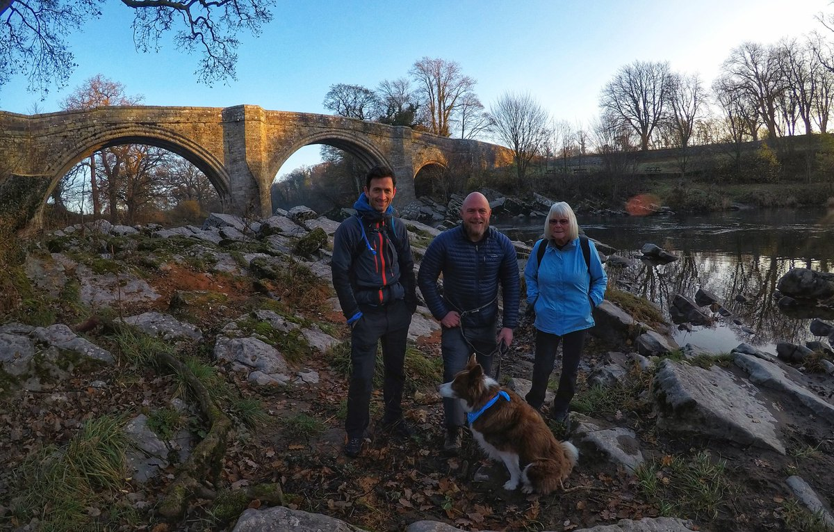 Hello from the start of our #MarchForMen for Prostate Cancer UK. At Devils Bridge, Kirkby Lonsdale With Rusty, @paultaylor006 and more 😀 baldhiker.com/2018/11/14/our…