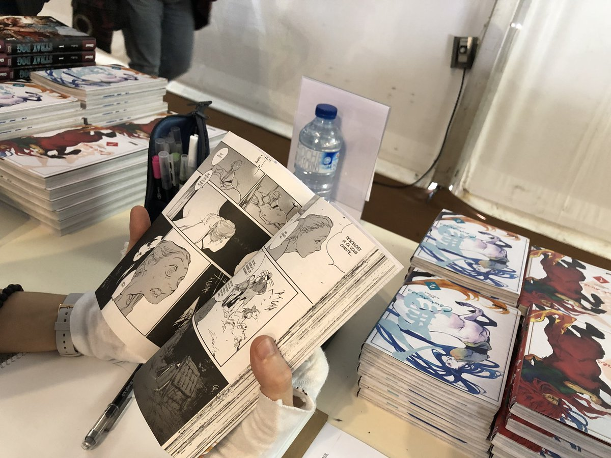 【フランス訪問記08】ブックフェア2日目、会場入りしてます。ぜひブースにいらしてください(^^)墨佳さん今日は現地メディアのインタビューなど予定してます。
