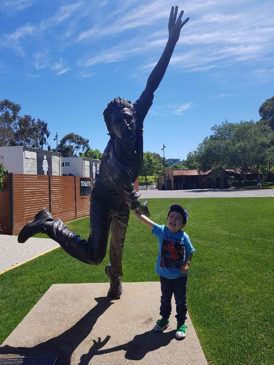Who will i be when i grow up....Boof or Dizzy.....having fun at the Adelaide oval.....@darren_lehmann @dizzy259 https://t.co/whRbXoAAN4