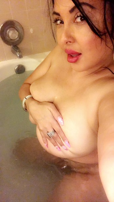 Want to see more of this? Watch me play with my harry pussy in the hot tub! Join me on https://t.co/3271mRUPXa