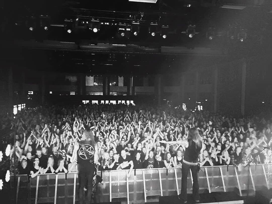 🇫🇮 Kiitos Holiday Club Saimaa Arena! Ilta meni loppuunmyydyksi ja meininki oli sen mukainen🤘 #amorphis #queenoftimetour @Turmion_Katilot @tuskafestival https://t.co/Dbq1WTumiX