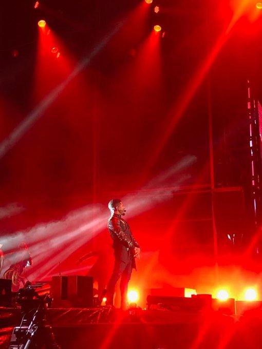 He is here Sydney @Usher ❤️🔥❤️🔥 #RnBFridaysLive Photo