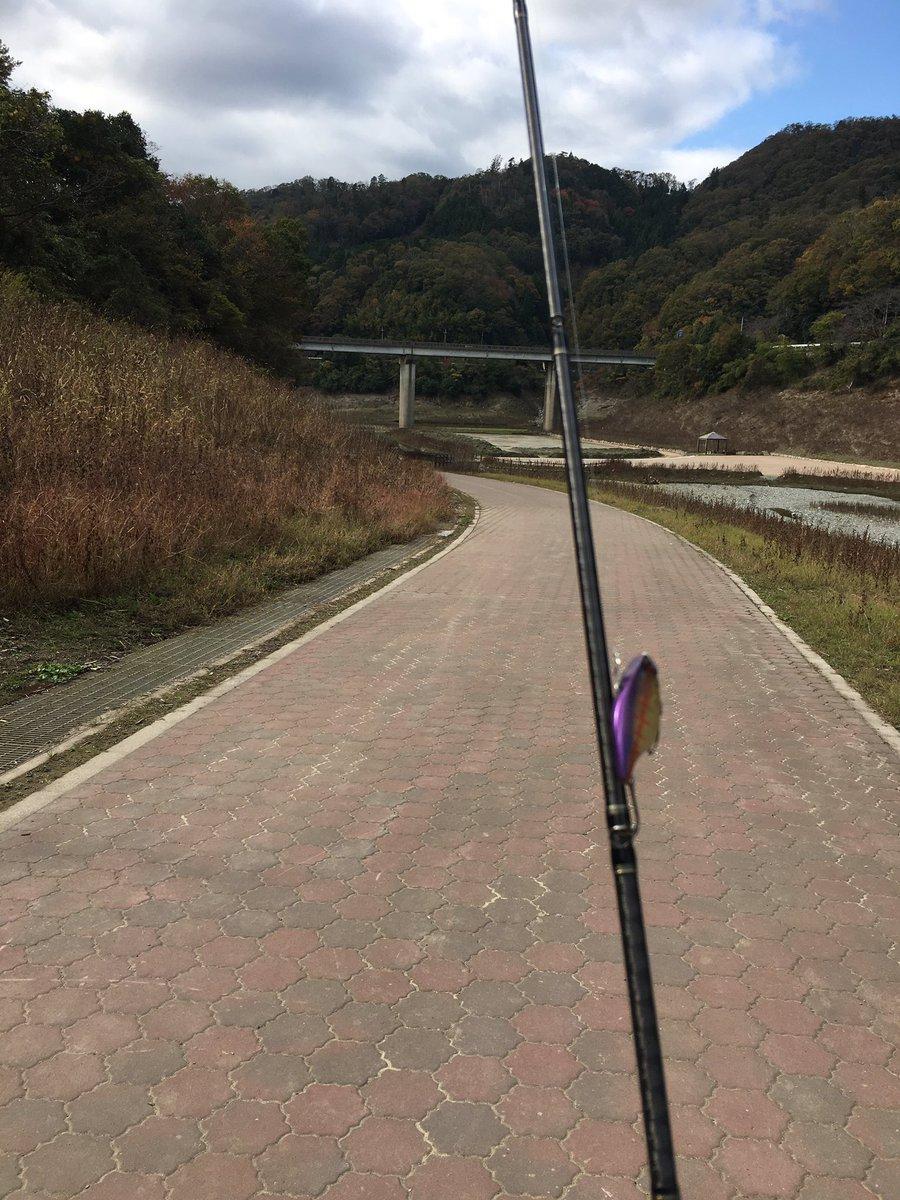 一庫ダムに行ってきました^ ^僕の他に釣り人はひとりだけ。あきらめたらそこで試合終了ですよ٩( ᐛ )وまあ、ボウズですが。風邪を引いてしまい、明日の加東市はお預けかな_:(´ཀ`」 ∠):ダブルパンチですわ?