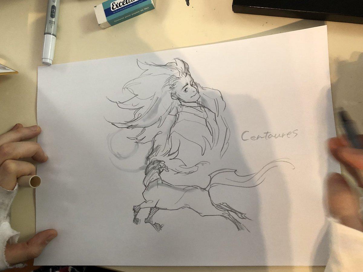【フランス訪問記09】墨佳さんお昼休み中です。午前中たくさんドローイングさせてもらいました。昨日より筆も乗って絶好調です。#人馬