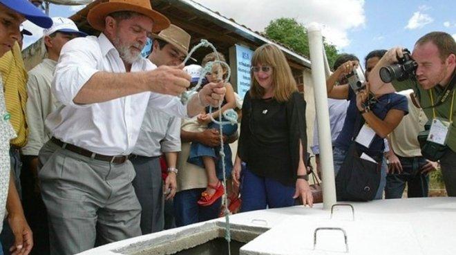 Criado em 2003 pelo governo de @LulapeloBrasil, o Programa Nacional de Apoio à Captação de Água de Chuva e outras Tecnologias Sociais (Programa Cisternas) levou água para consumo humano e para produção de alimento a centenas de milhares de larehttps://t.co/zDLpGszHOBs#LegadoLula: