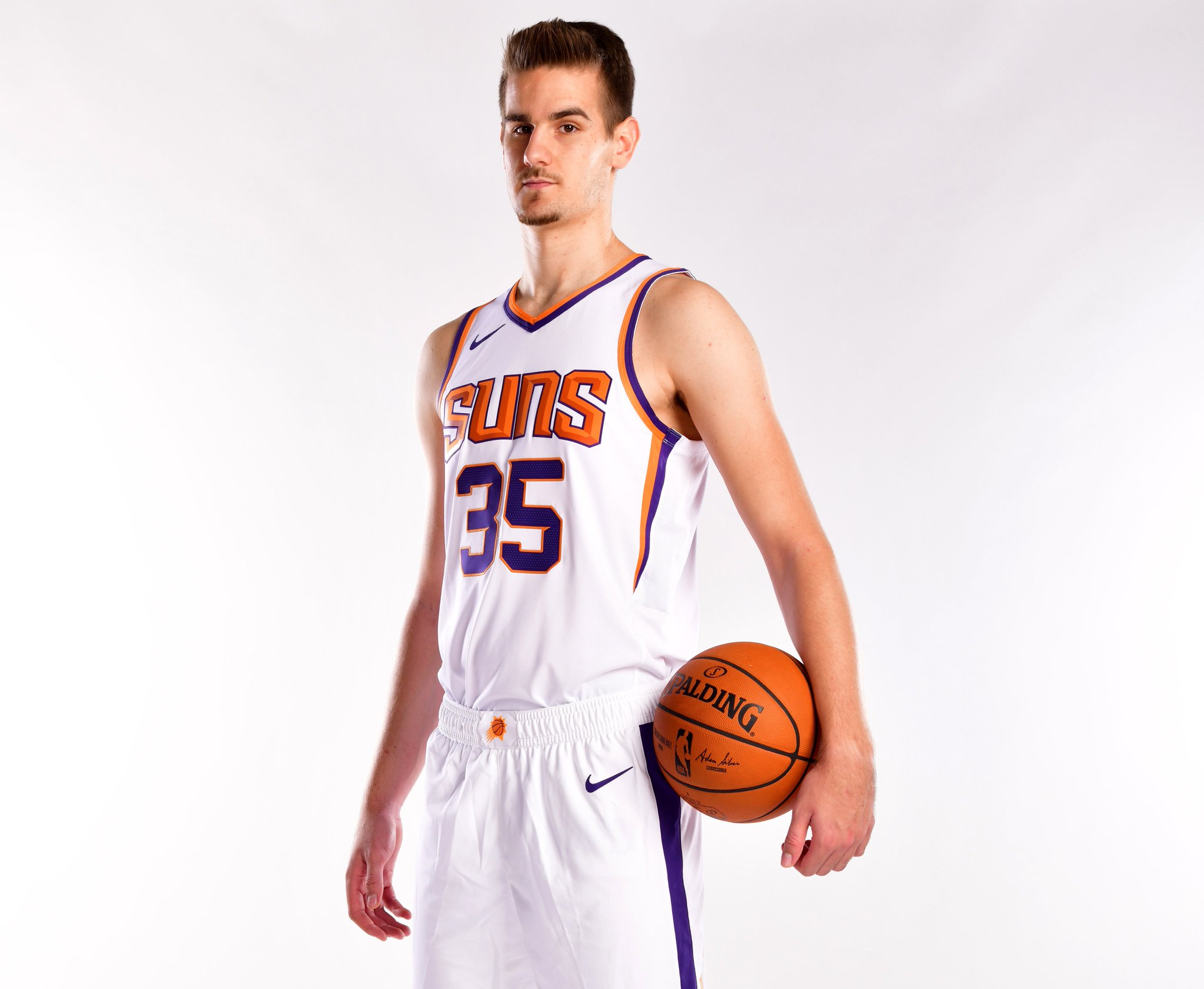 Join us in wishing @DBender03 of the @Suns a HAPPY 21st BIRTHDAY!   #NBABDAY #TimeToRise https://t.co/Z33WZdP0JS