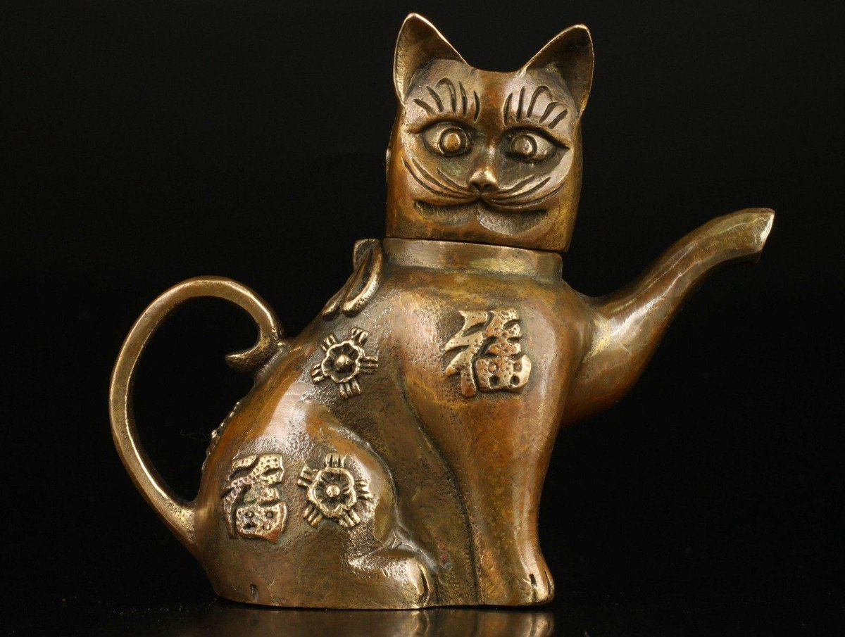 In China it is believed that the more old and ugly a Cat is, the more luck it brings! #Caturday #Folklore<br>http://pic.twitter.com/51GQz30nTN