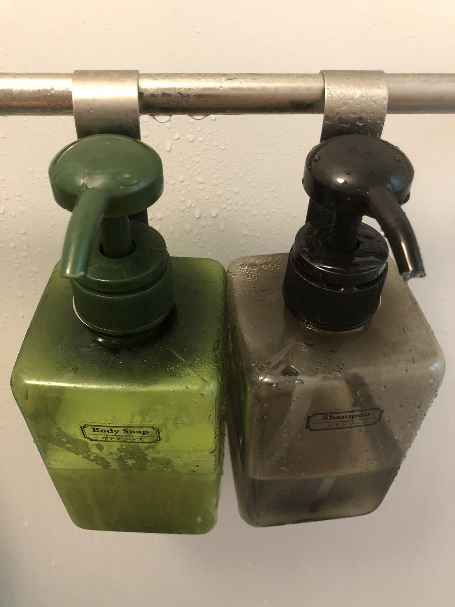 test ツイッターメディア - #セリア で買ったシャンプー&ボディソープ容器とフックがかなり快適。残量わかるのはもちろん、ぶら下げてるからヌメらないし、デッドスペースを活用できるし。シェーバーをぶら下げるのもオススメです。 https://t.co/VhAdB8wZUP