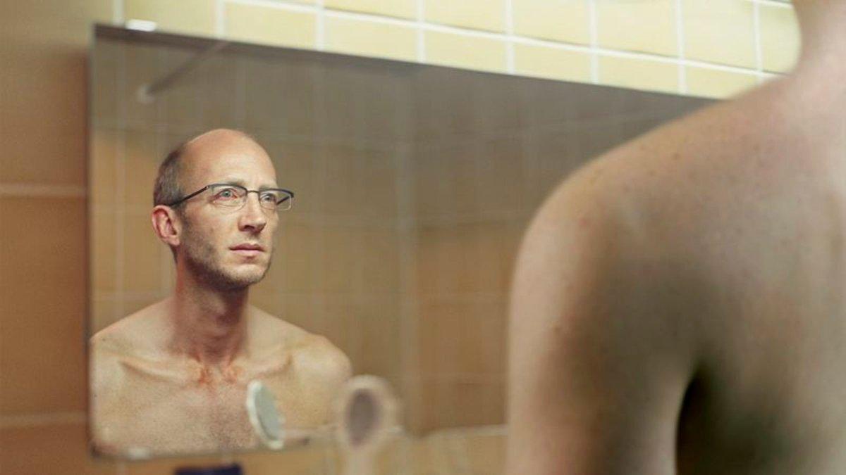 Biologist Completes 5-Minute Study Of Pathetic Organism In Mirror trib.al/n1Feo7A