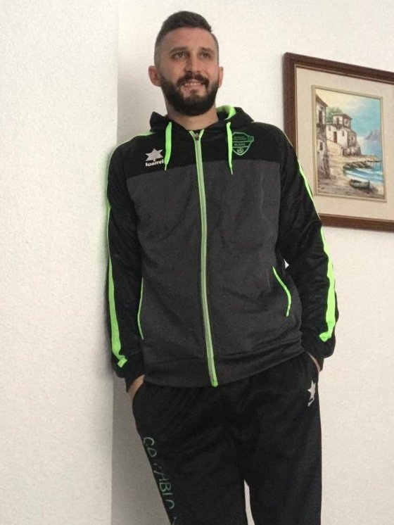 NOVEDAD|| Os presentamos el nuevo chándal que llevará el equipo para esta temporada.  Gracias CD PABLOIGLESIAS !!  Modelo: Adrián Mayor López