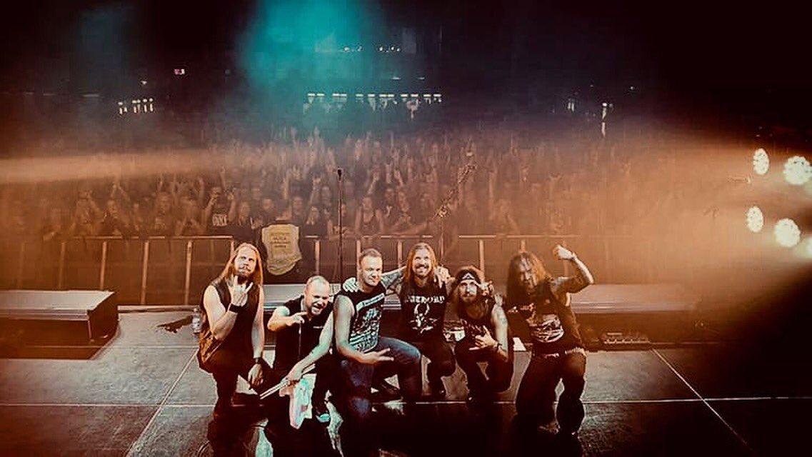 🇫🇮 Seuraavaksi Tampere @tullikamaritre  19 ovet 20.30 @Cyhra_official  22 #Amorphis  Keikka on loppuunmyyty! #queenoftimetour 📷: @wavescapefi https://t.co/XMoYcitYR4