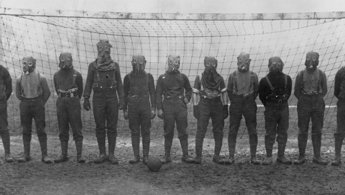 RT @Slatefr: L'histoire des ballons de foot qui donnaient l'assaut dans les tranchées https://t.co/PDNXTAGlBd https://t.co/1GqfnmrdxI