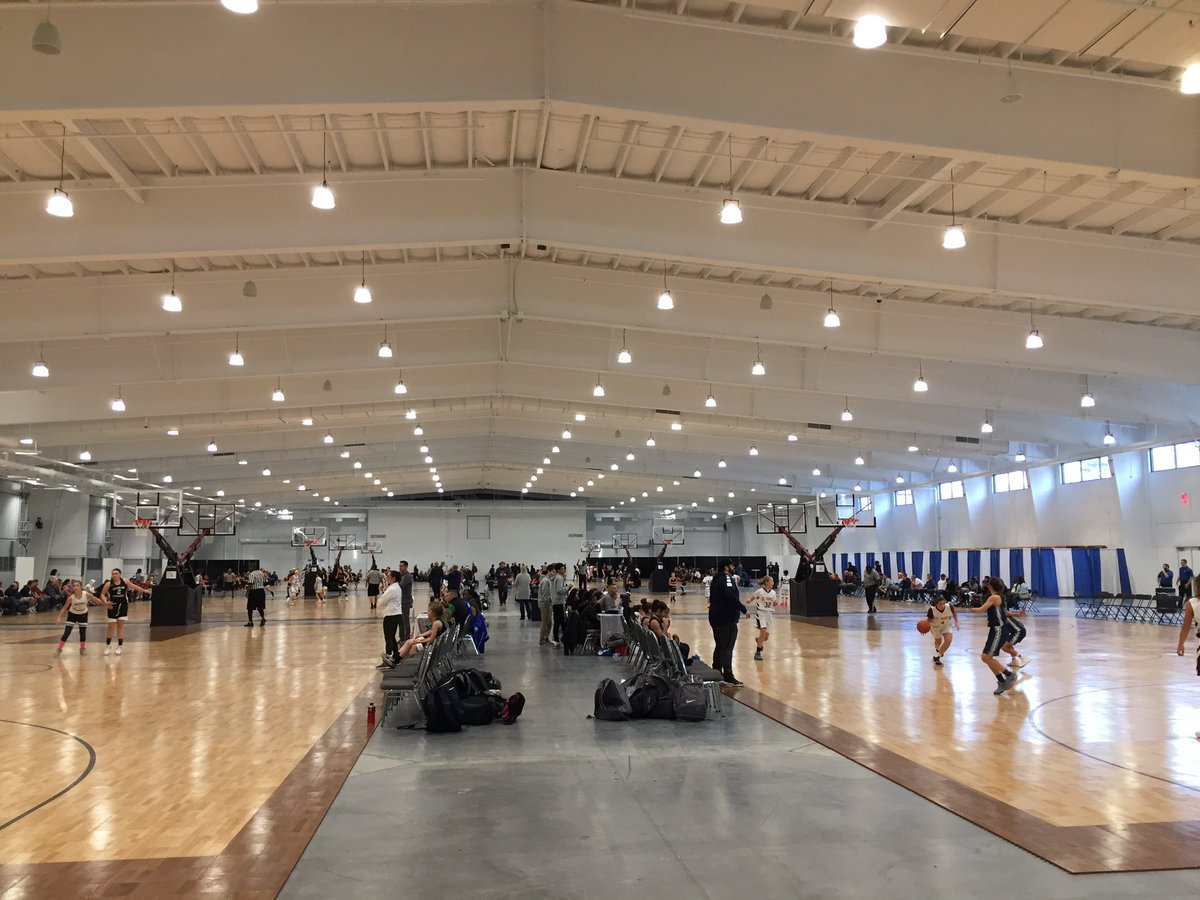 Amazing to see future 🏀⭐️s experiencing an awesome day of basketball at the new @MoheganSun Expo Center! Be sure to swing by our table if you're there!☀️🏀☀️