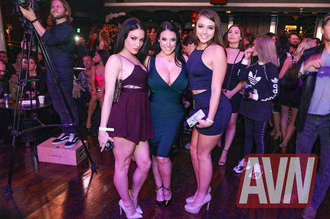 🎉 #AVNNomParty was so fun!! Thank you @AVNMediaNetwork @avnawards!! ♥️ @ANGELAWHITE @GiaDerza @industrybyrick