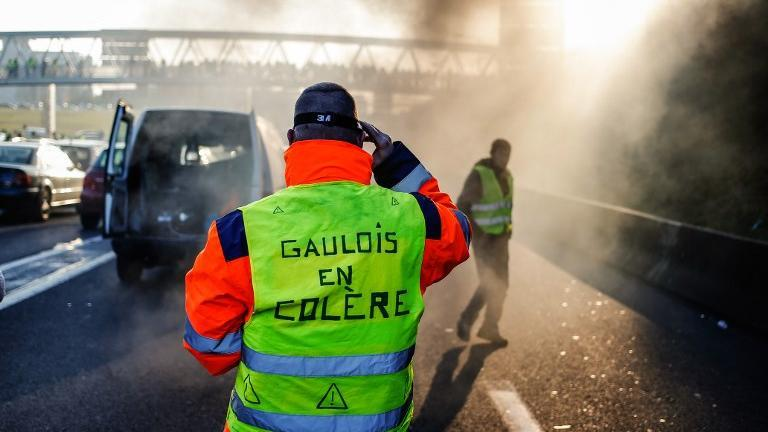 Mouvement des #GiletsJaunes : une manifestante tuée, 227 blessés et 117 interpellations à travers la France https://t.co/fydBR7EAV3