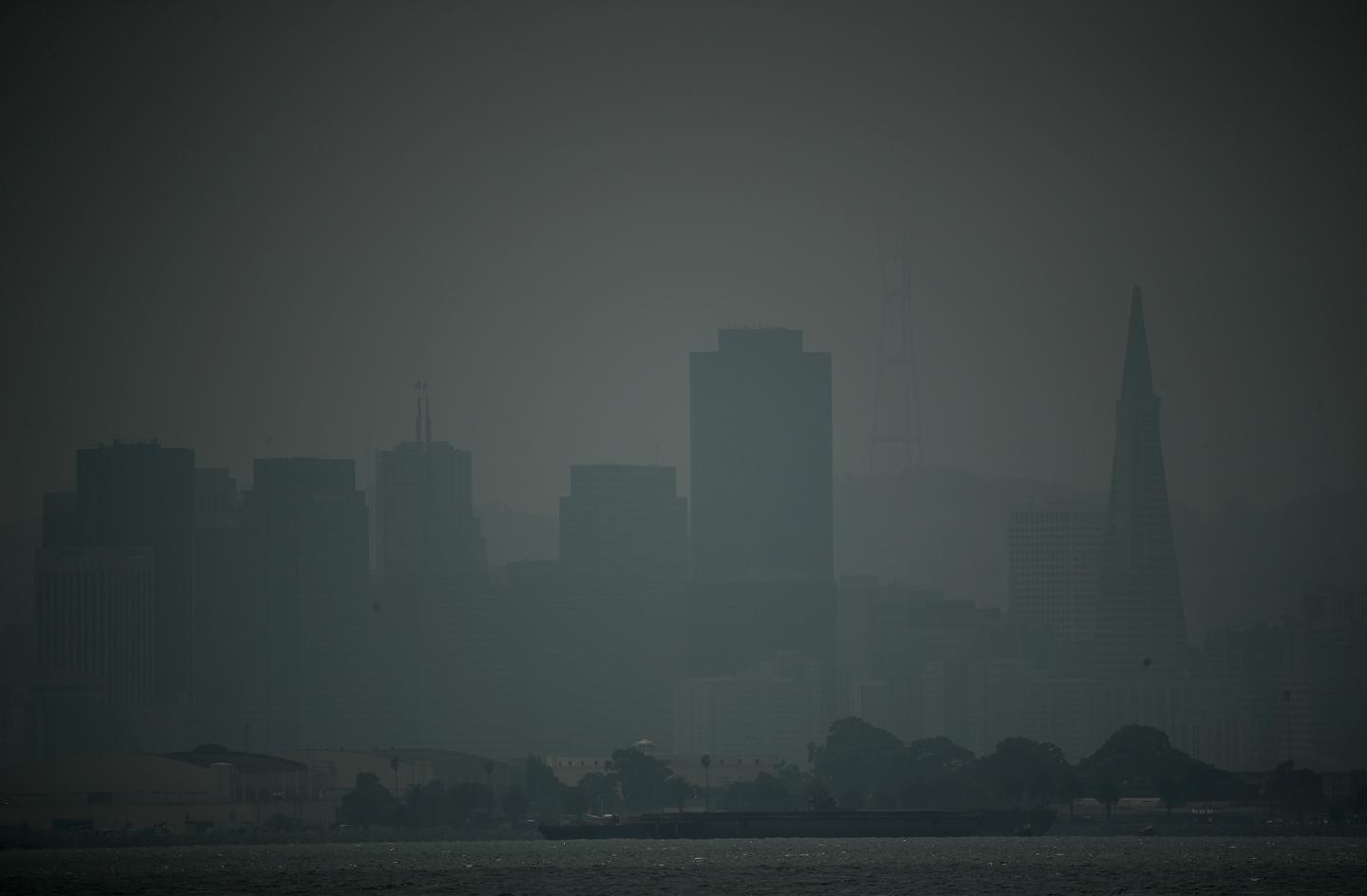 San Francisco, Bay Area air quality update, forecast: Air still 'unhealthy' due to wildfires https://t.co/tIuc6sVlaN https://t.co/NvLLzRBITt