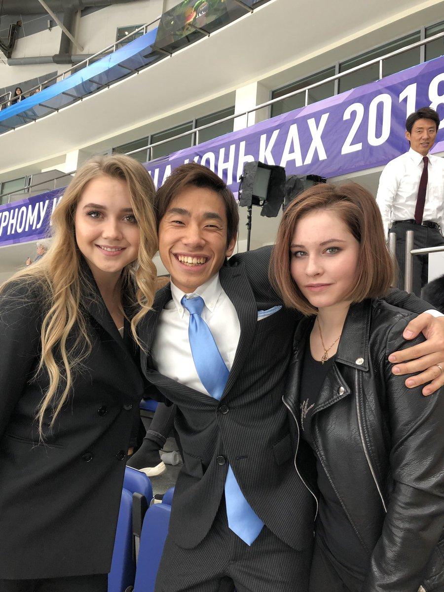 ラジちゃんとリプちゃんと美女に挟まれてデレデレののぶちゃん。とちら修造さん。修造さんいつもありがとうございます。#GPロシア大会