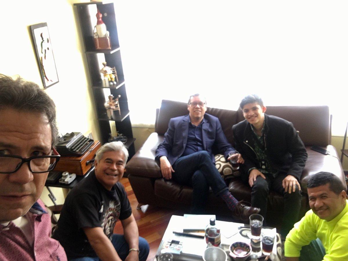 Tarde de tertulia y de amigos. Con @josnavia @_fapabon @Tuiterato y Mario Jursich. ¡Salud!