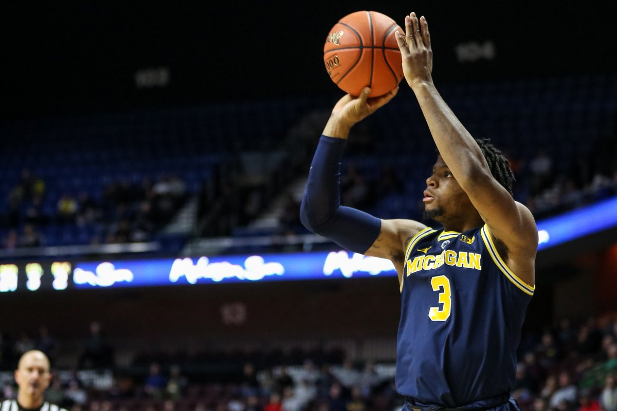 .@Xaviersimpson3 vs. GW = 🔥 14 points 11 rebounds (career-high) 8 assists 4 3-pointers (career-high) 1st career double-double Has had 5-or-more assists in all 4 games this season #GoBlue 〽️🏀