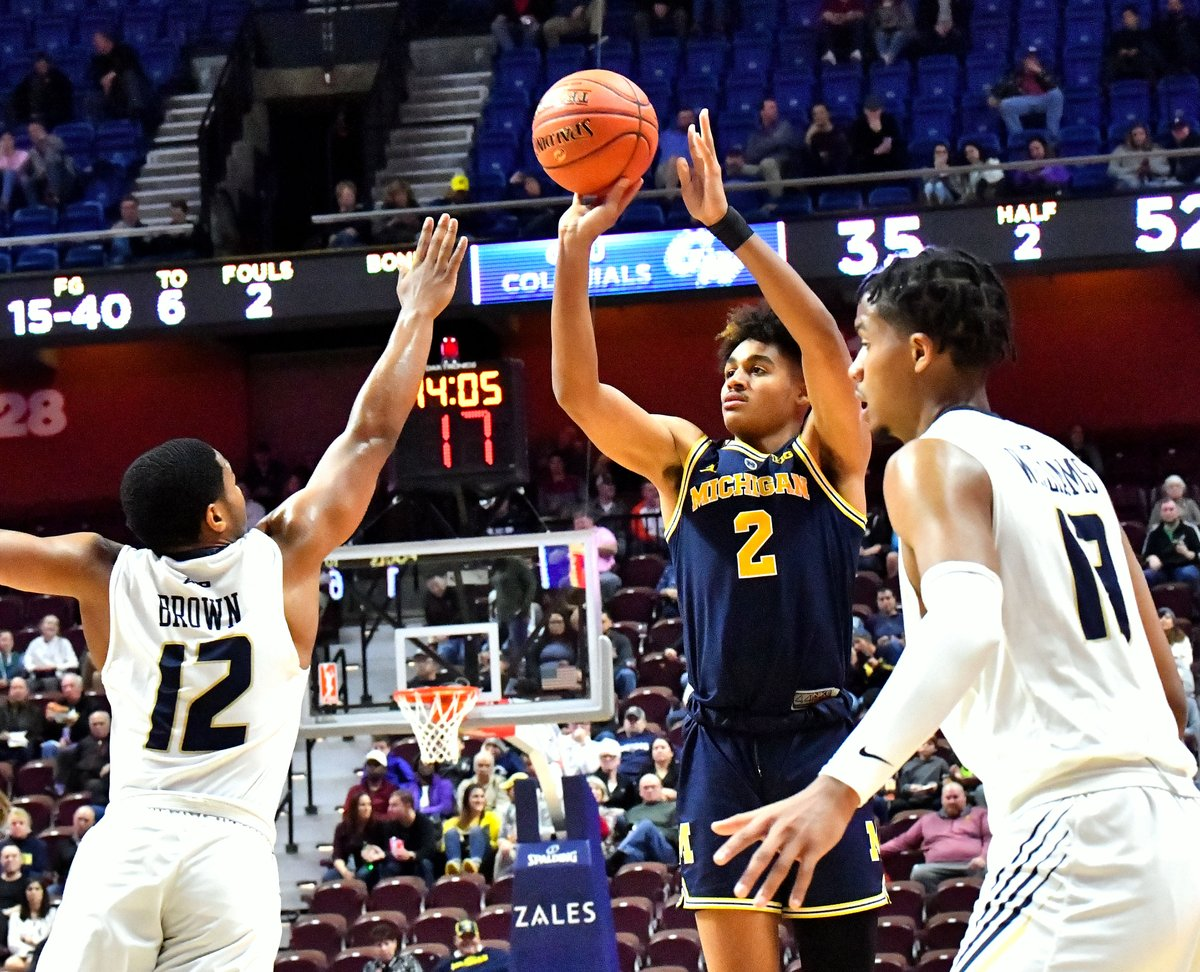 Sophomore Jordan Poole recorded his first career 20-point game, scoring a career-best 2⃣2⃣ points and tying a career-high 5⃣ 3-pointers against George Washington! #GoBlue 〽️🏀