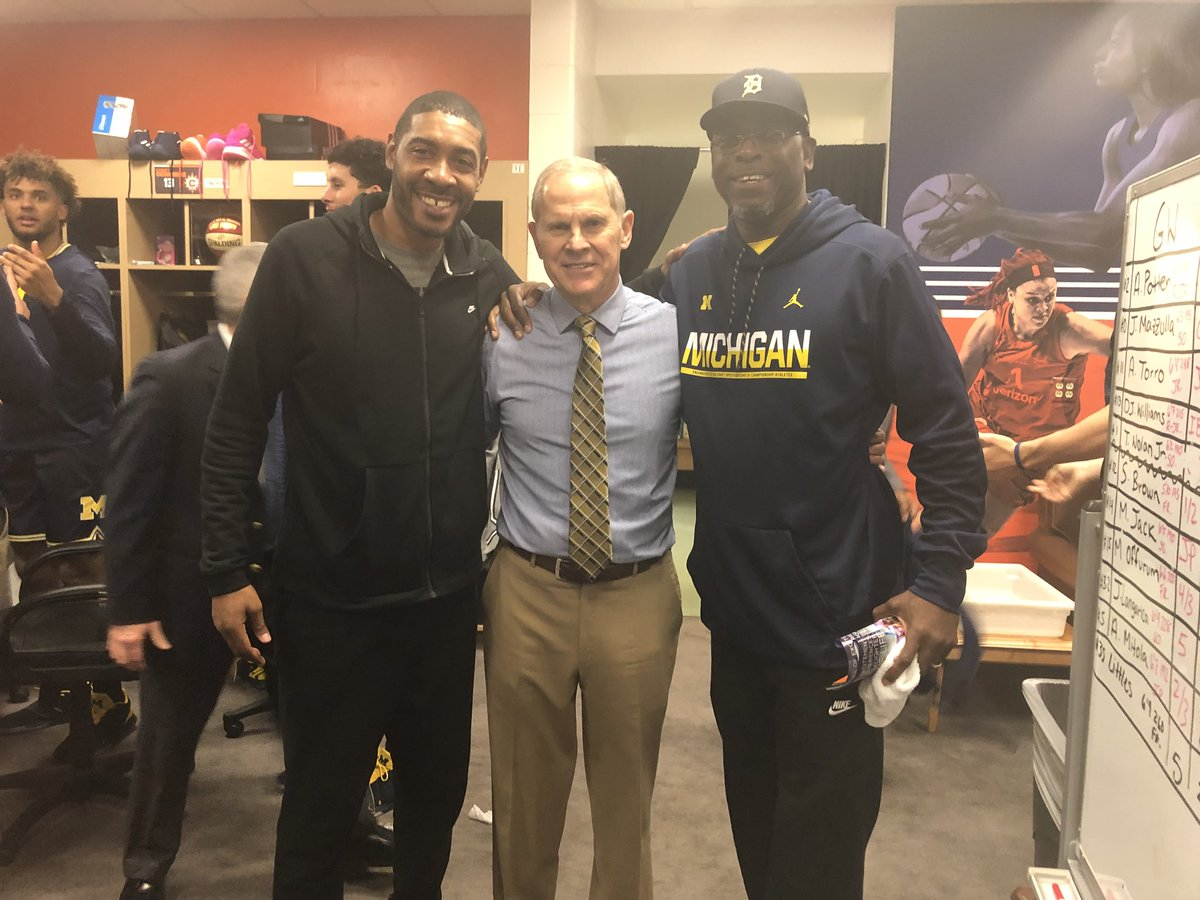 We had some special guests at the game and in the locker room today! Thanks to @jimmyking24 and Ray Jackson of the Michigan #FabFive for coming out! #GoBlue 〽️🏀