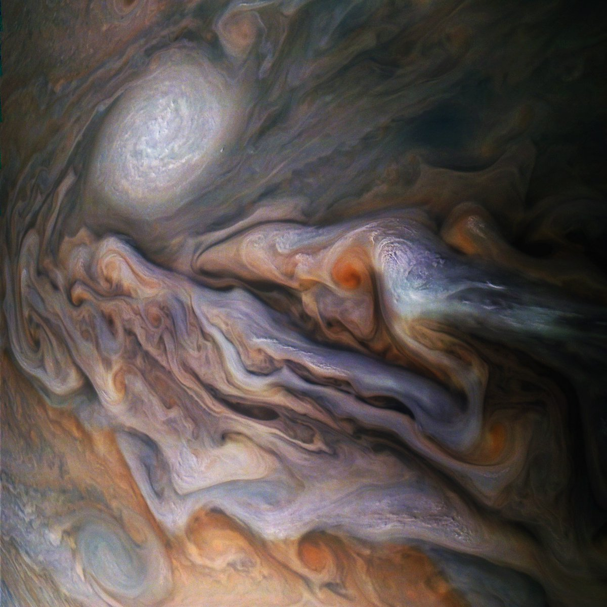 Sitting 4,400 miles above Jupiter, Nasa's Juno spacecraft took this stunning image of a large anticyclone known as a white oval. See those slightly raised white dots located next to the red storm at right center? They're high-altitude clouds https://t.co/xJn4qSAy93