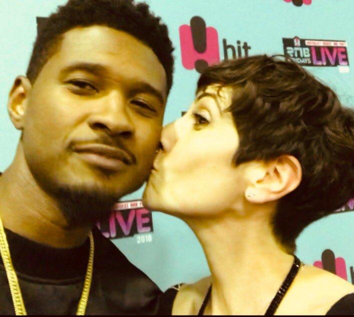 A kiss for U.          #RnBFridaysLive #Sydney #Backstage #Usher @Usher https://t.co/6QDzinMwSM