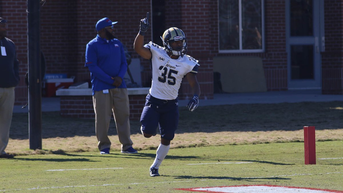 HOW BOUT THEM 'DOGS!!!! @WingateFootball outscored West Georgia 14-0 in the 4th quarter, knocking off the 10th-ranked Wolves 41-31 in the @NCAADII play-off opener!!!  RECAP   http://bit.ly/WUFBRecapUWG #OneDog #WUFB