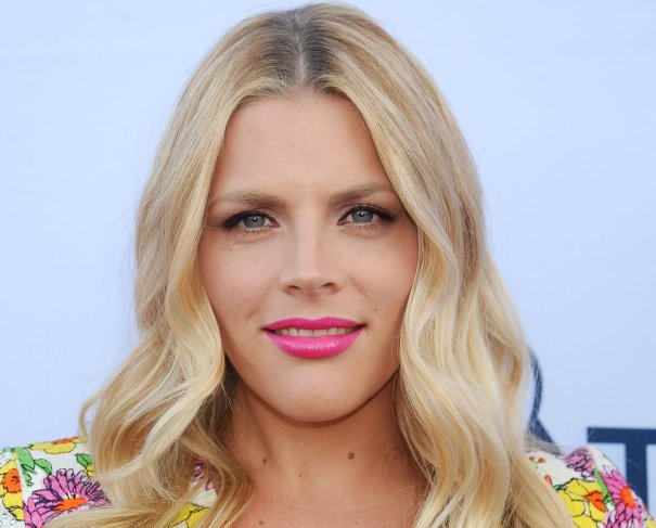 """Busy Philipps Was """"Really Traumatized"""" By Cox Brothers 'Blades Of Glory' Betrayal deadline.com/2018/11/busy-p…"""