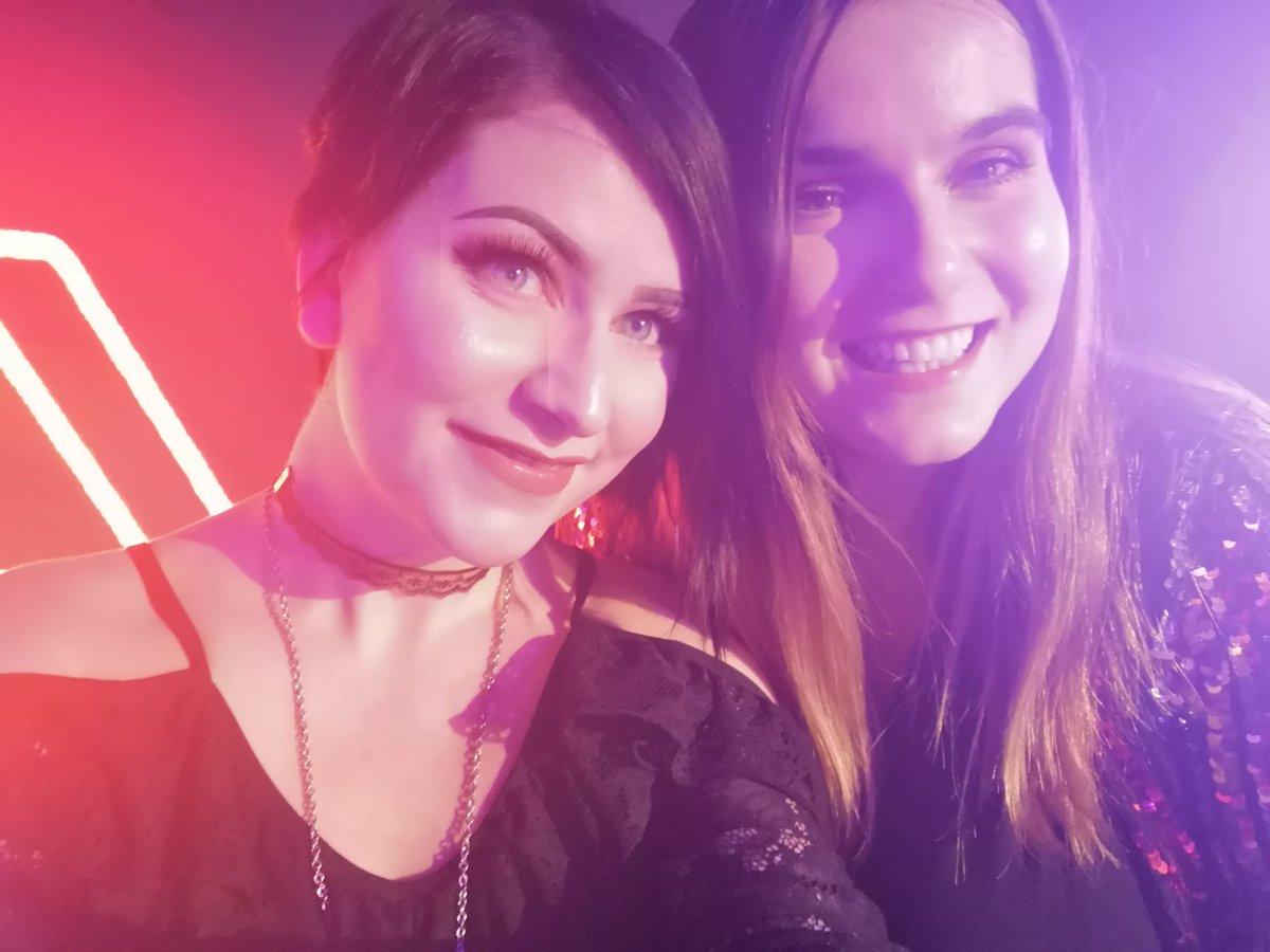 I also got to cuddle the amazing @EmStreams who pulled off this incredible event. YOU SHOULD BE SO PROUD, LADY!! 💜