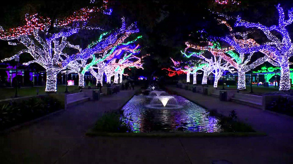 Abc13 Houston On Twitter Zoo Lights At Houston Zoo Are Up And