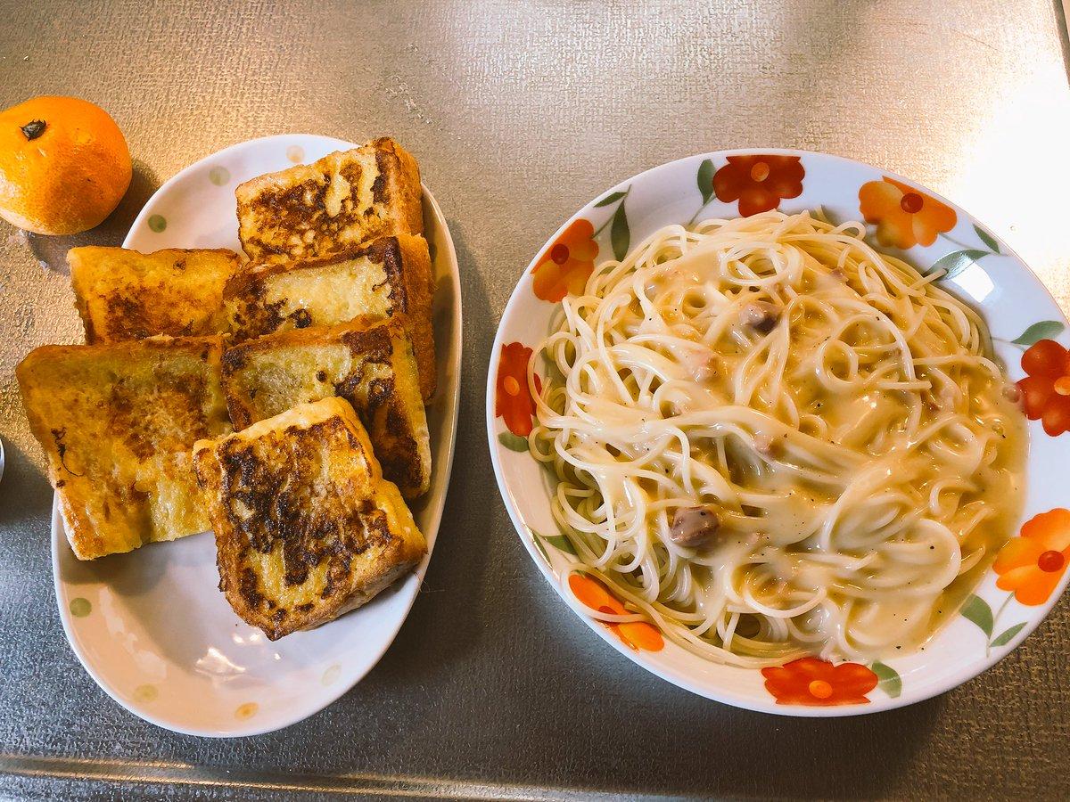 フレンチトーストが無性に食べたくてついでにカルボナーラを作ってみたけどカルボナーラはいらなかったかもしれない汗1人分って難しい_:(´ཀ`」 ∠):