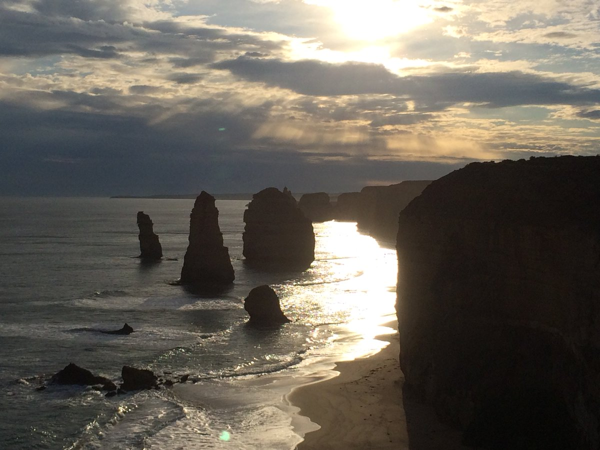 "As an astrophysicist, I know how and why the Sun generates energy in its core. But I nontheless well-up at the sight of a majestic sunset, which brings out the poet in us all.  (""12 Apostles' rock formation. Great Oean Road, Australia. Aug 2015)  https://t.co/THMuJjhFq3"