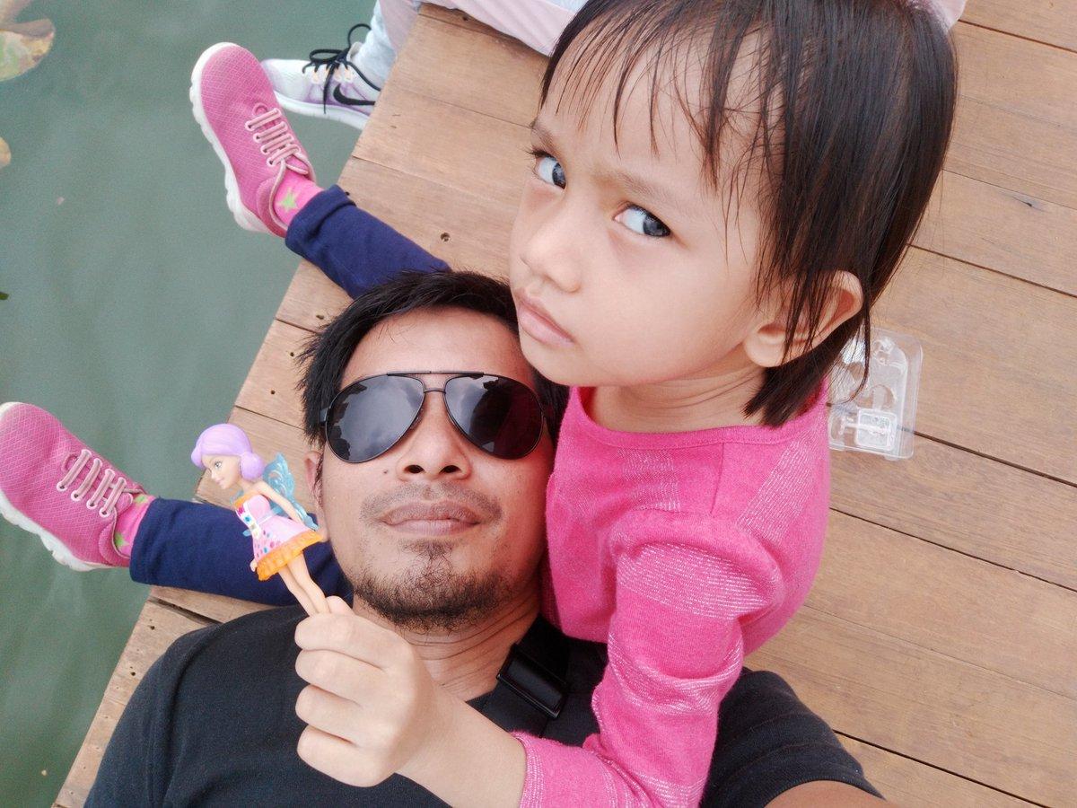 Gadis kecil judes tapi setiap hari rajin ngucap ke bapaknya, 'Shadia sayang Ayah ...'