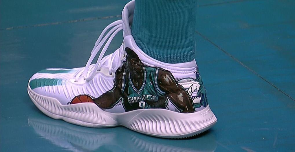 18bcc65404d9d Willy Hernangomez paying tribute to Larry Johnson tonight in these custom Adidas  Mad Bounce