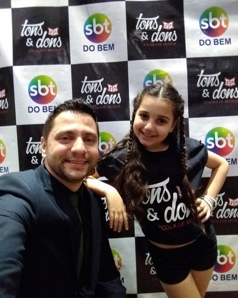 Uma foto com a @eduarda_batera ♥️ Simpatia e Alegria!!! Arrebentou na confraternização Tons e Dons. Desejo cada vez mais sucesso!!! #Joinville #SantaCatarina #Brasil #Apresentador #MestreDeCerimonias #ProjetoTonsEDons #TonsEDons #Musica #Sbt #SbtDoBem #SbtSantaCatarina