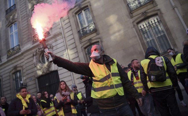 Woman's death casts shadow over France's 'yellow vest' protests https://t.co/3jE5S5Wks5