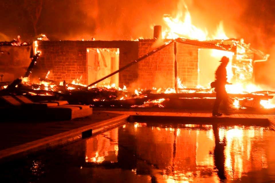 🔥😥 Intensifican búsqueda de unos 1.000 desaparecidos tras el voraz incendio de California https://t.co/g5bMeqf0nw